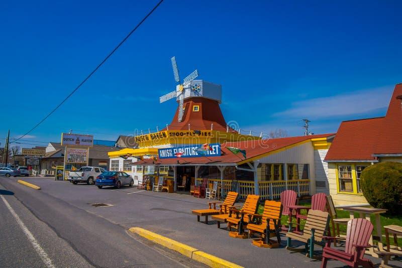 LANCASTER, EUA - ABRIL, 18, 2018: A ideia exterior de estrutura de construção misturada do restaurante moderno e clássico chamou  fotografia de stock royalty free