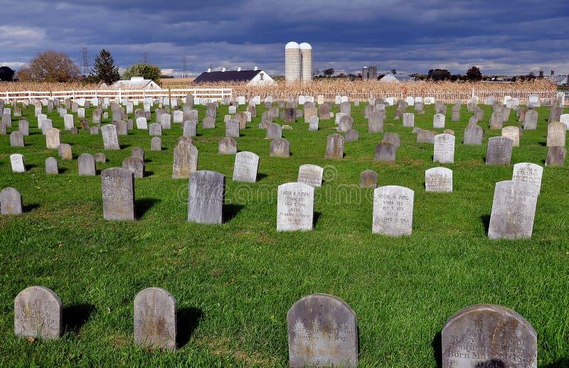 Lancaster okręg administracyjny, PA: Amish cmentarz zdjęcia stock