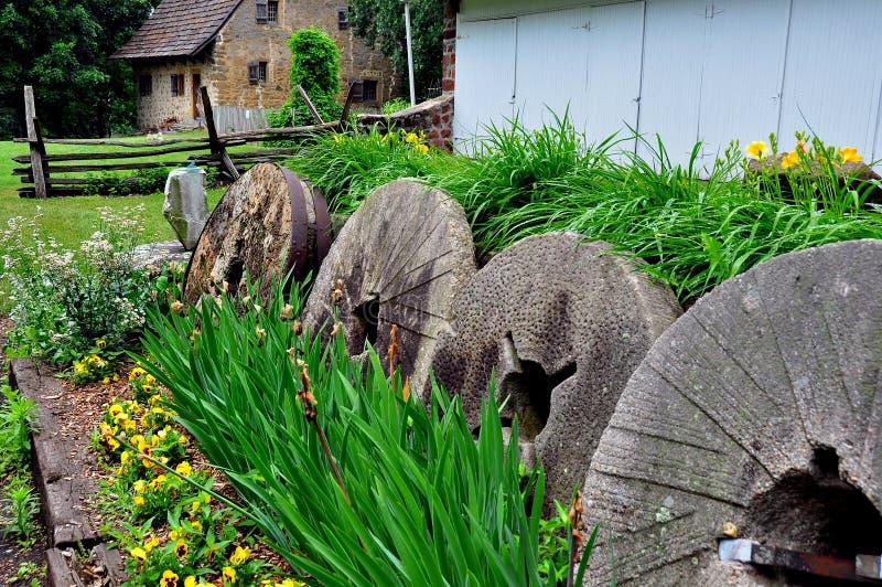 Lancaster, PA: Molenstenen in Hans Herr House royalty-vrije stock foto