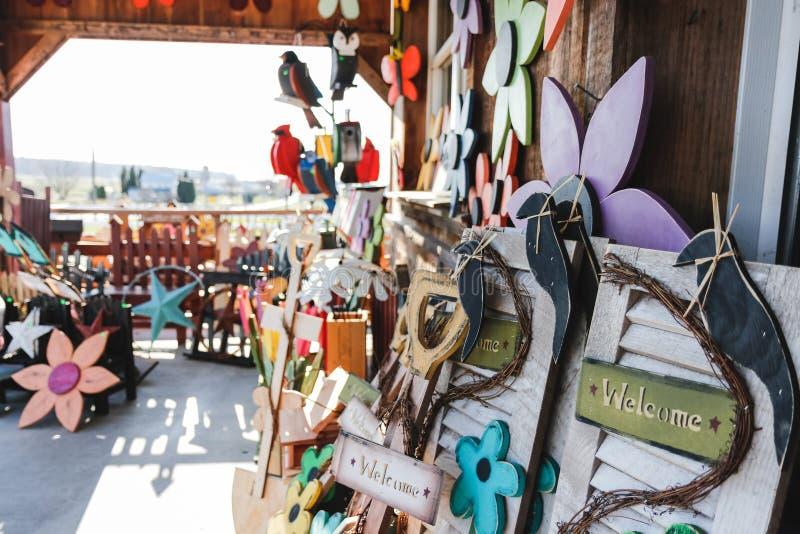 LANCASTER PENNSYLWANIA, MARZEC, - 21, 2018: DIY wystroju elementów handmade sklep obrazy stock