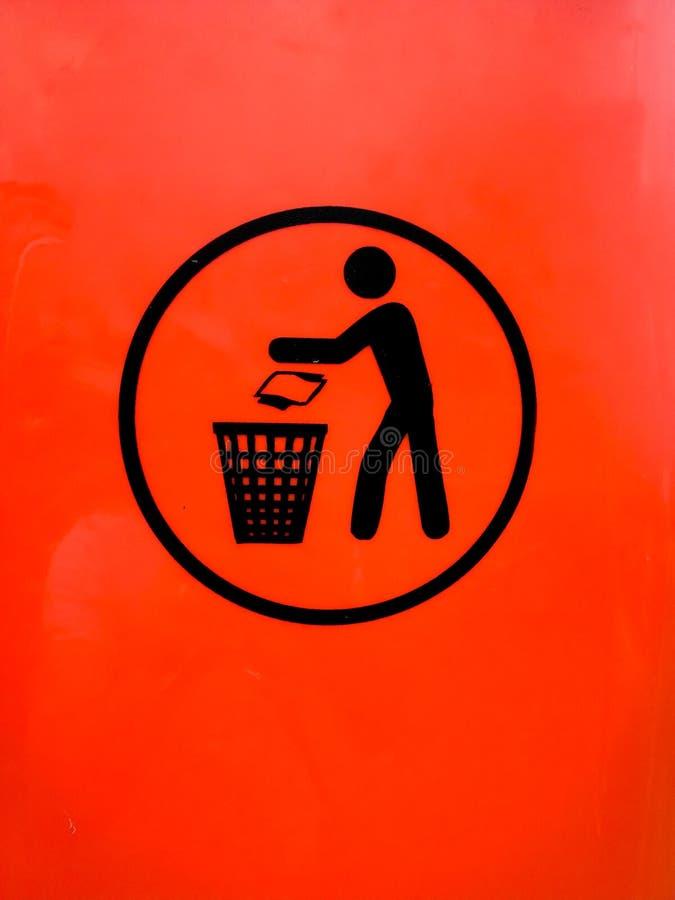 Lance el lío a la muestra de la basura imagen de archivo