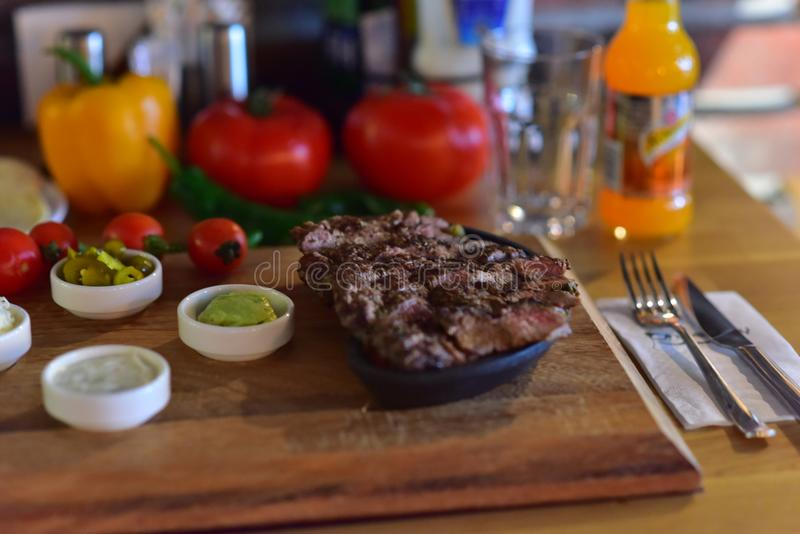 Lancement de turc de viande de boeuf de bifteck photos stock