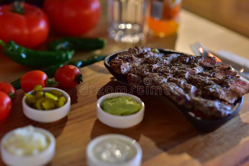 Lancement de turc de viande de boeuf de bifteck photos libres de droits