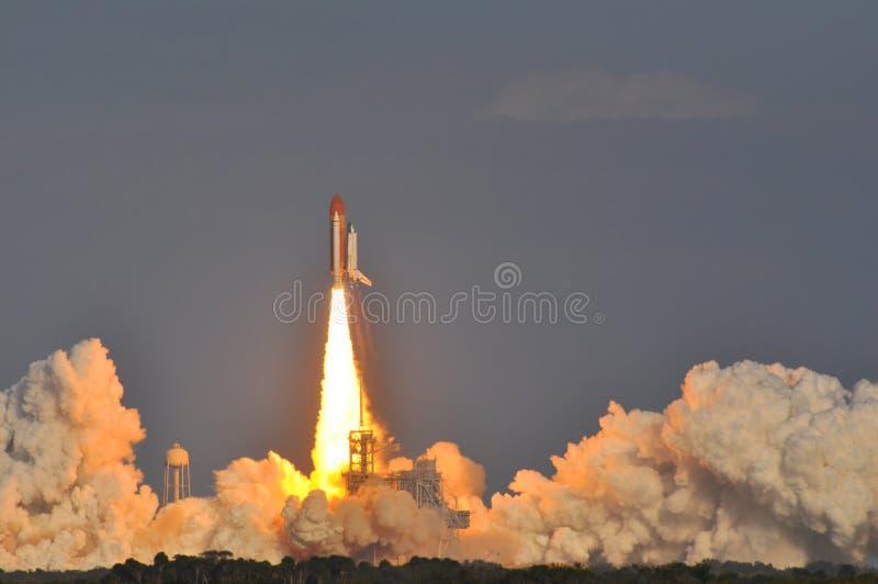 Lancering van de Ontdekking van de Ruimtependel stock foto's