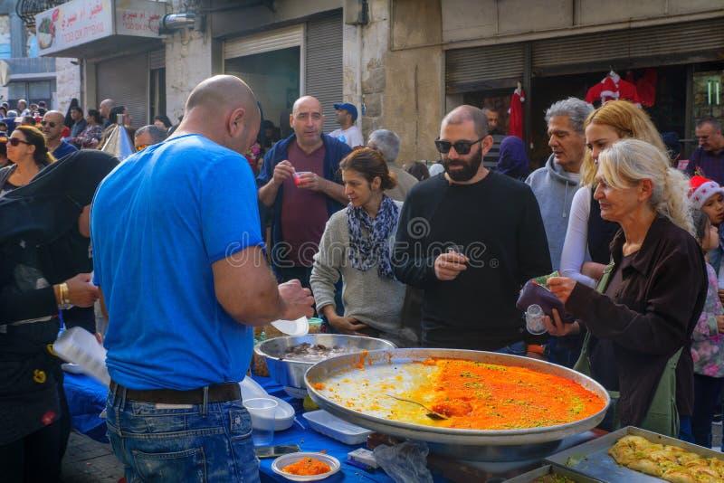 Lancez la scène sur le marché, une partie des vacances des vacances à Haïfa photos stock