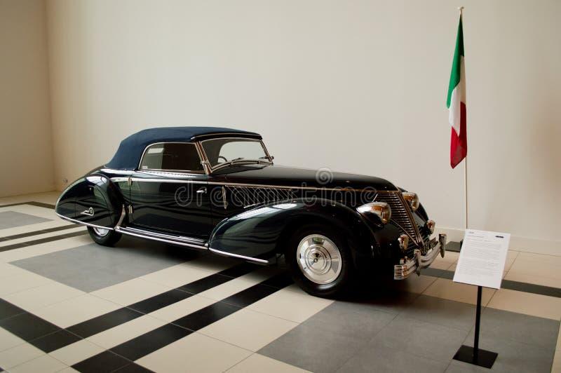 Lancia Astura Pininfarina på det Louwman museet royaltyfria bilder