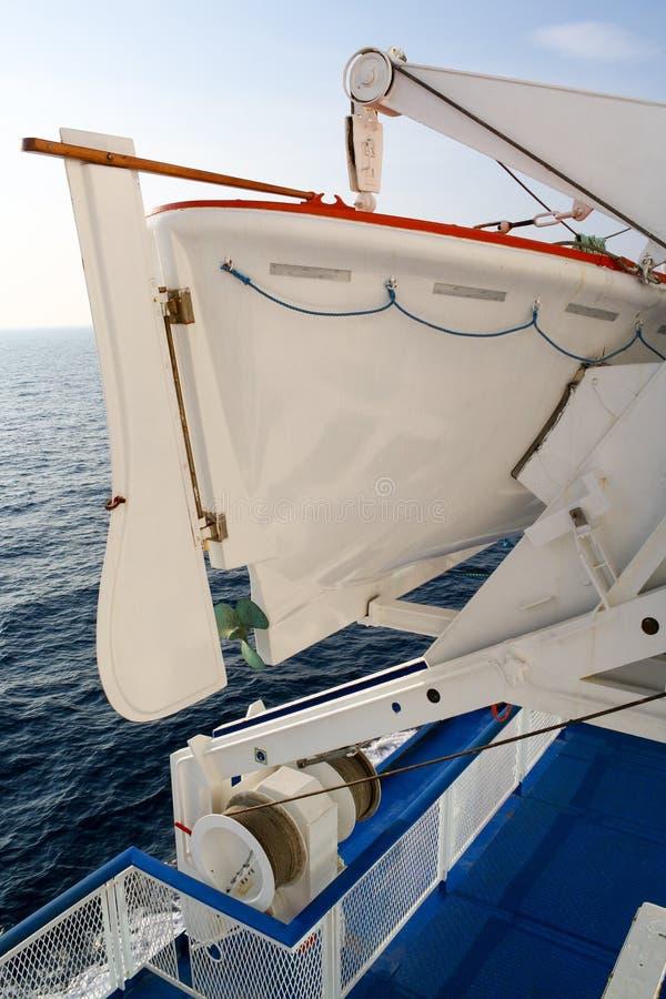 Lancia di salvataggio su una nave da crociera Viaggio, sicurezza e trasporto immagine stock