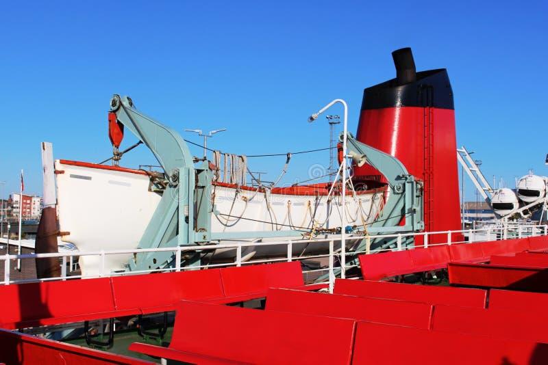 Lancia di salvataggio sulla piattaforma superiore dell'estuario del traghetto di Clyde fotografie stock libere da diritti