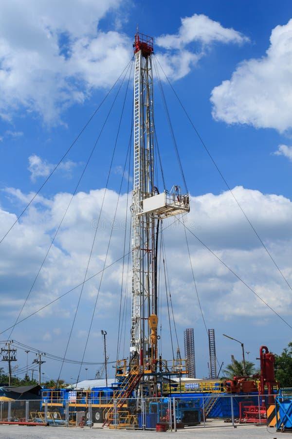 Land-Ölplattform im Yard lizenzfreies stockfoto