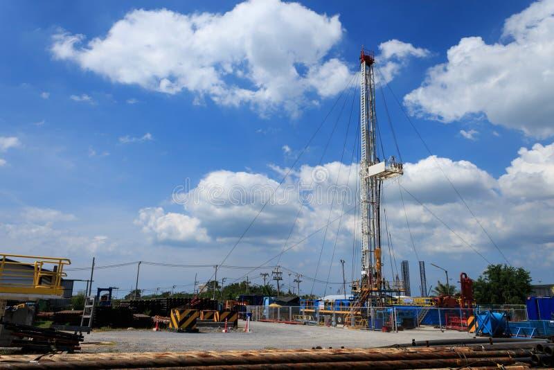 Land-Ölplattform im Yard lizenzfreies stockbild