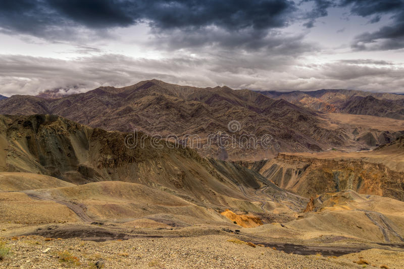 Download Land, Ladakh, Jammu En Kashmir, India Op De Maan Stock Foto - Afbeelding bestaande uit krommen, aantrekkelijkheid: 54079350