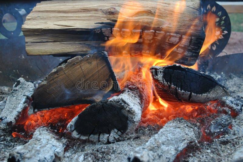 Land-Lager-Feuer lizenzfreies stockbild