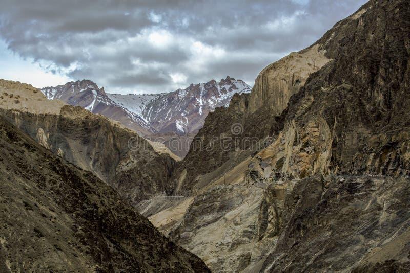 Land Landschap in Lamayuru in Ladakh, India, Himalayan moun op de maan stock foto's