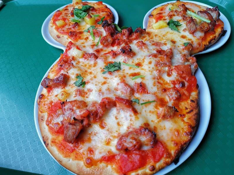 Land Mickey Mouse Pizzas @ Shanghai Disney, China lizenzfreie stockfotos