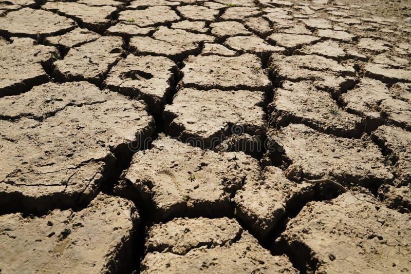 Land mit trockenem und gebrochenem Boden Wüste, globale Erwärmung stockfotos