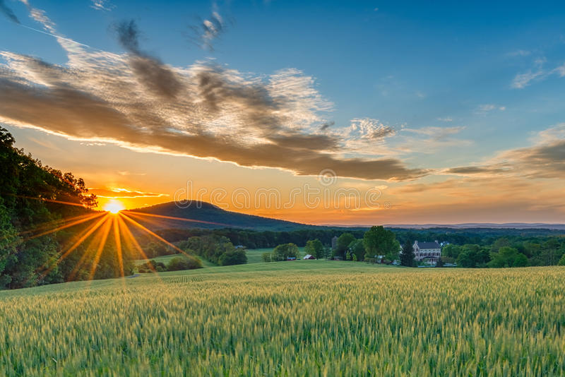 Land-Sonnenuntergang lizenzfreies stockbild