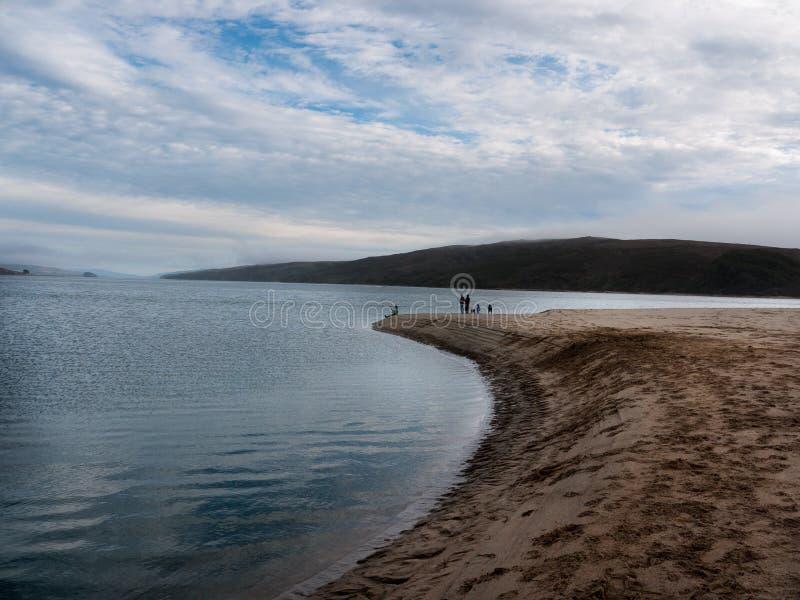 Land trifft Wasser am Punkt Reyes stockbild
