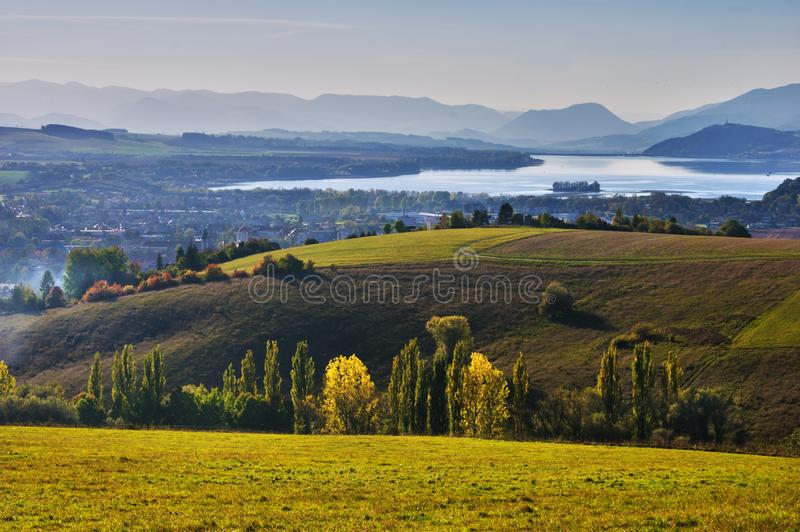 Land van de dam van Liptov en van Liptovska Mara stock foto's