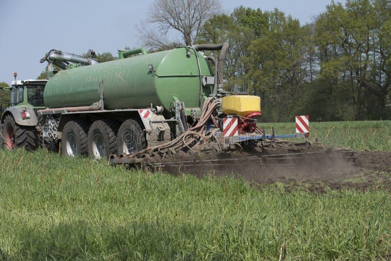 Landbouw, het uitspreiden mest Duitsland, Europa royalty-vrije stock foto