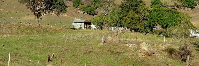 Landbouwbedrijf dat in Landelijk Platteland wordt afgeworpen stock foto