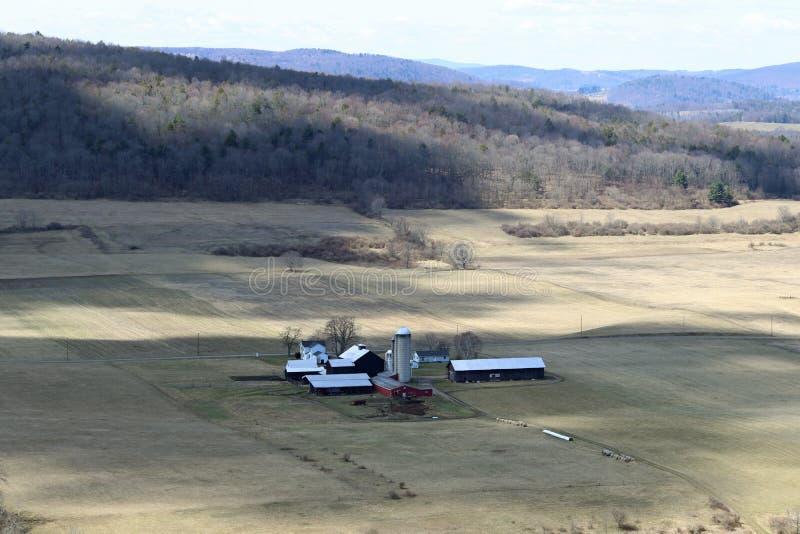 Landbouwbedrijf in de schaduwen stock afbeeldingen