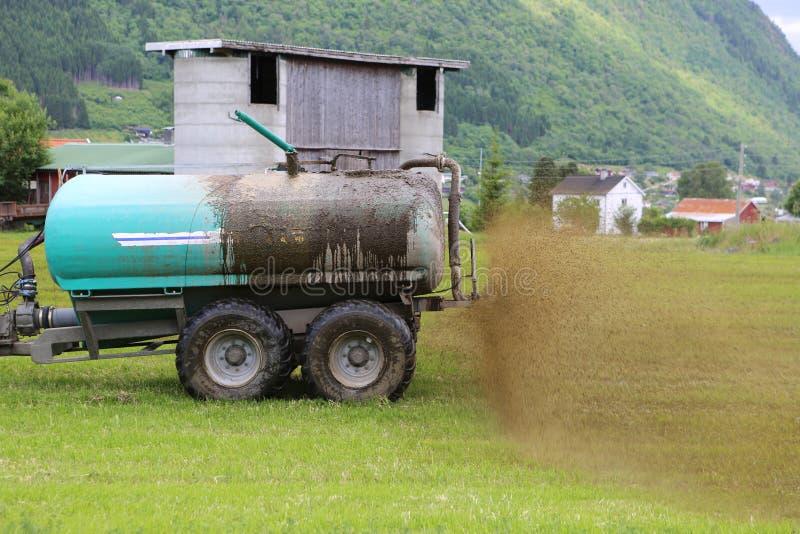 Landbouwer die Vloeibare Mest uitspreidt stock afbeeldingen