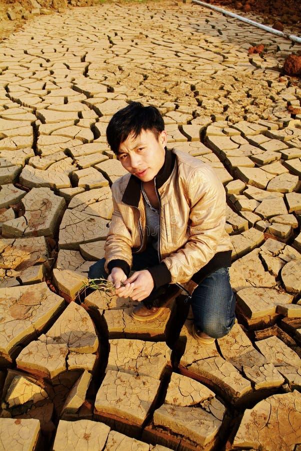 Landbouwer het wachten regen royalty-vrije stock foto