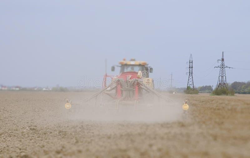Landbouwer het zaaien stock fotografie