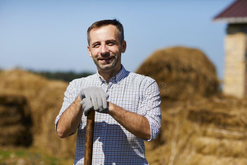 Landbouwer op het werk royalty-vrije stock afbeeldingen