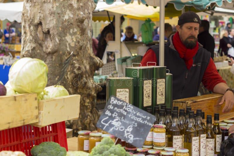 Landbouwers` s markt in Aix-en-Provence, zuiden van Frankrijk stock foto