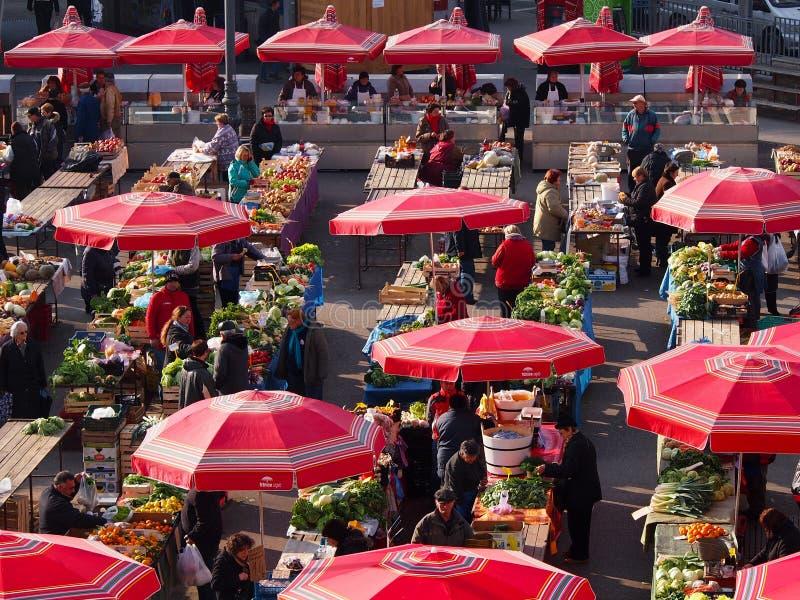 Landbouwersmarkt bij Kvaternik-vierkant, Zagreb, Croati royalty-vrije stock afbeeldingen