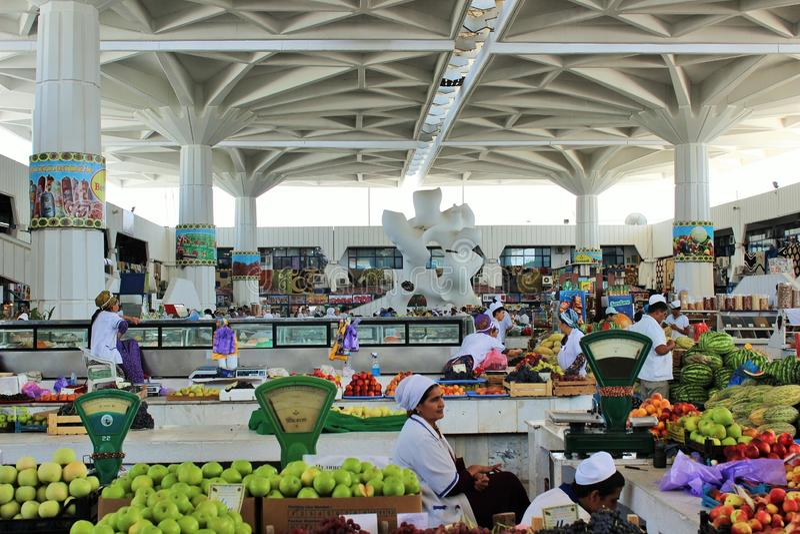 Landbouwersmarkt Gulistan in Ashgabad stock afbeeldingen