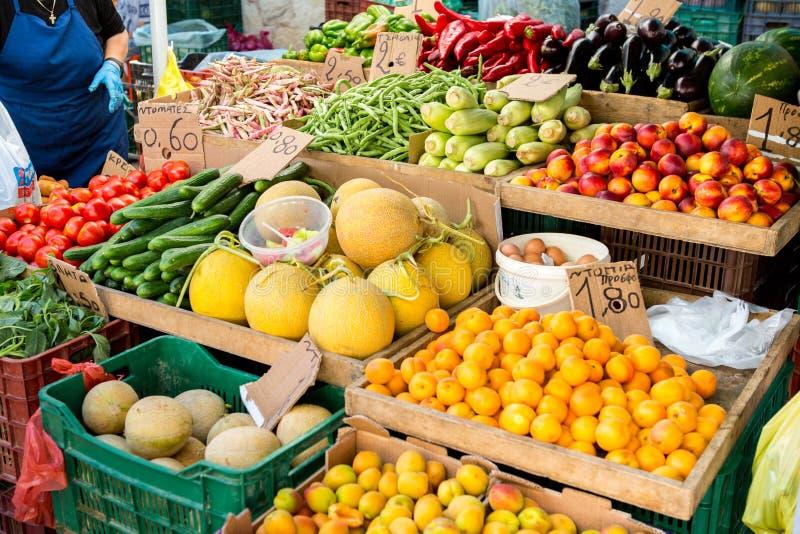 Landbouwmarkt op Kreta in Griekenland stock afbeeldingen