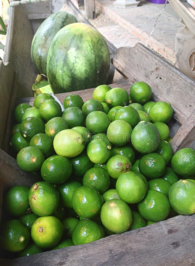 Download Landbouwproducten In Het Paddelen Van Boten Stock Foto - Afbeelding bestaande uit organisch, kalk: 54083784