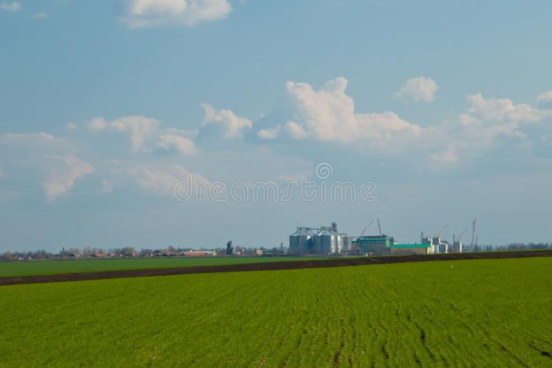 Landbouwsilo's - de Bouwbuitenkant stock afbeeldingen