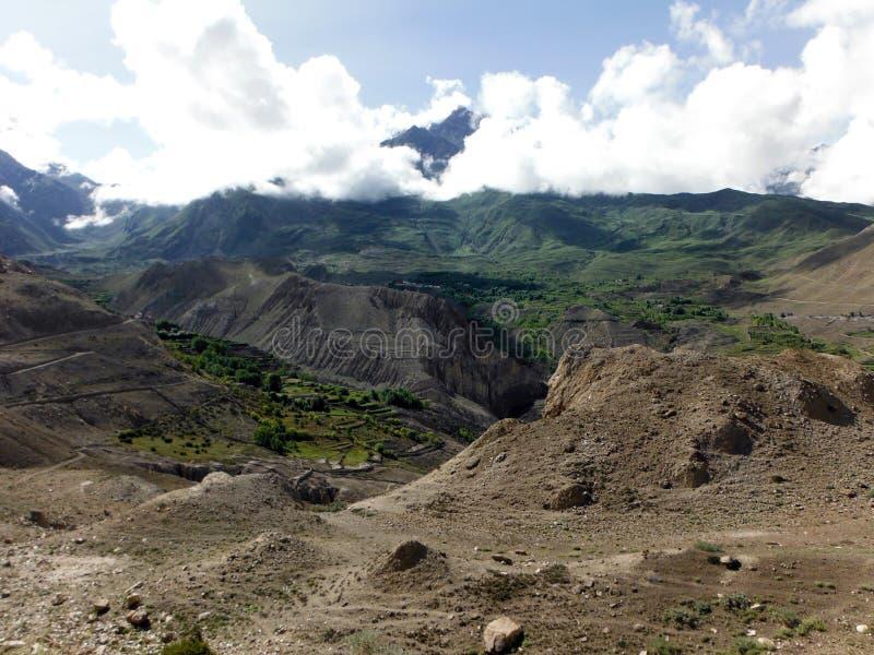 Landbouwvallei in het Landschap van Desertlike Himalayan royalty-vrije stock fotografie