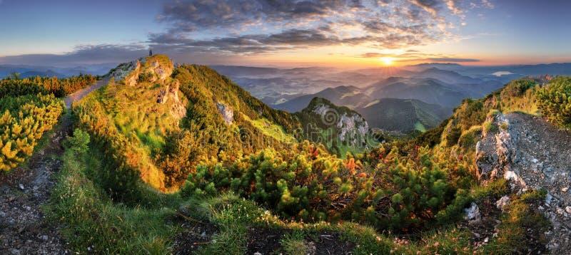 Landcape горы на панораме захода солнца от пикового Velky Choc, Sl стоковое изображение rf