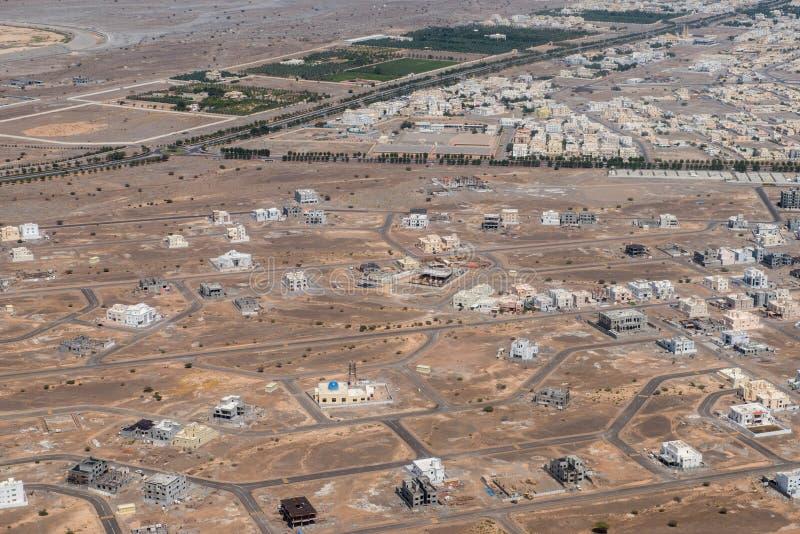 Landcape för flyg- sikt för Muscat arabisk stad arkivbild
