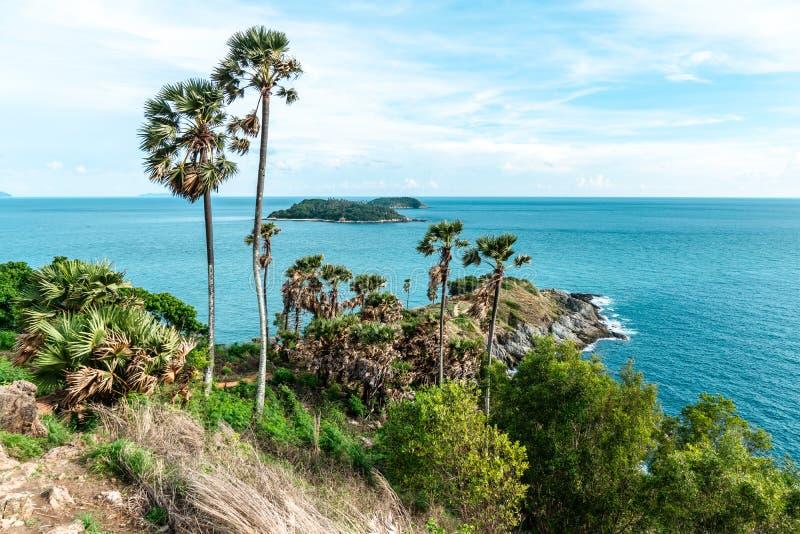 Landcape Phrom Thep Cape, Landmark i Phuket Thailand, detta område är en populär solnedgångspunkt arkivfoto