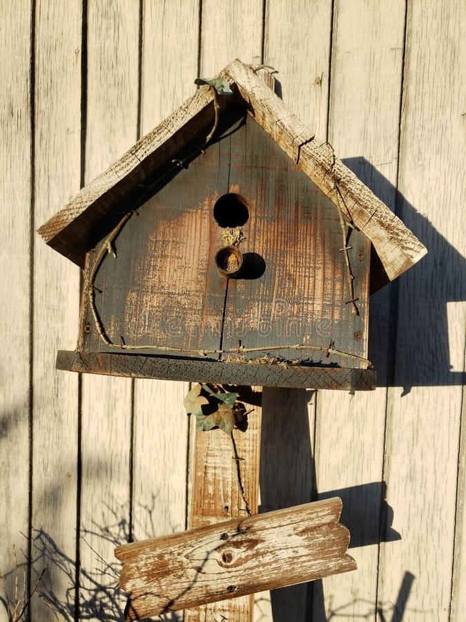 Landelijk bederfvogelhuis stock fotografie