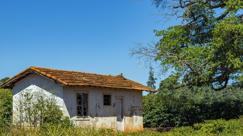 Landelijk landbouwbedrijf in de wereld, plattelandshuisje royalty-vrije stock afbeeldingen