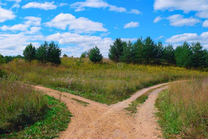 Landelijk landschap met kruispunt royalty-vrije stock afbeeldingen