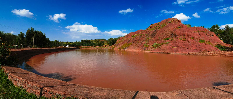 Landelijk landschap met vijveraka koninginsheba bad, Axum, Ethiopië royalty-vrije stock fotografie