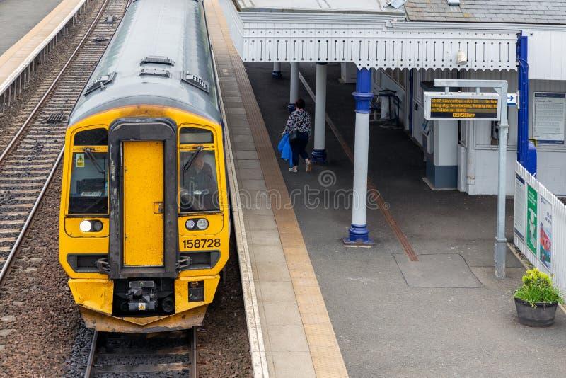 Landelijk station met platform en kaartjesbureau in Schotland royalty-vrije stock foto's