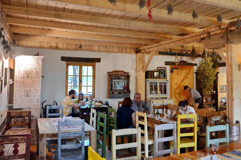 Landelijk Traditioneel Restaurant in Roemenië royalty-vrije stock fotografie