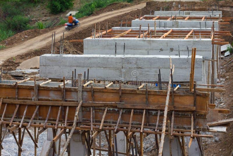 Landelijke bouw van concrete bruggen stock afbeelding