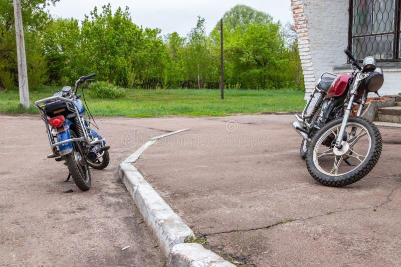 Landelijke fietserbromfietsen, actieve levensstijl stock afbeeldingen