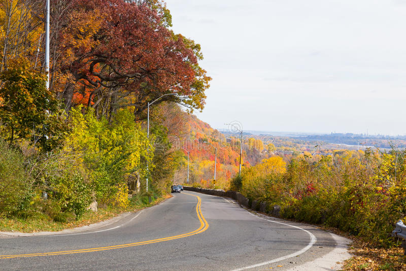 Landelijke weg in de herfst stock fotografie