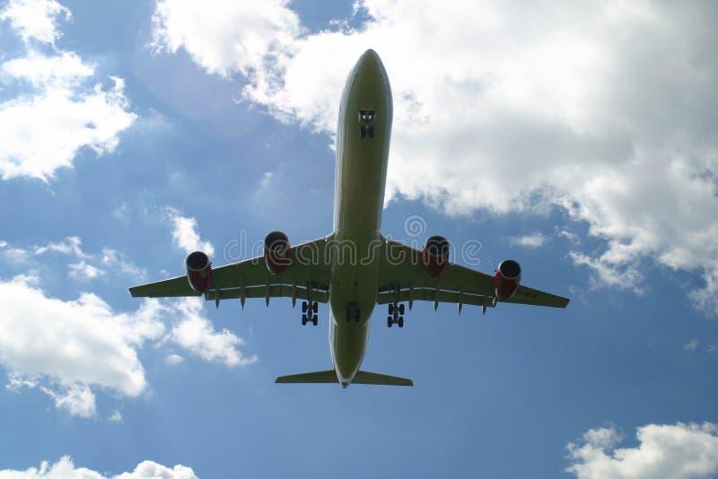 Landend lijnvliegtuig royalty-vrije stock afbeeldingen