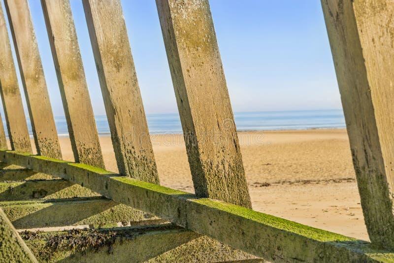 Landend strand (Verrichting Overlord) bij dageraad, Courseulles sur mer, Normandië, Frankrijk royalty-vrije stock foto's
